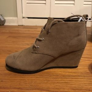 NWT Taupe Wedges